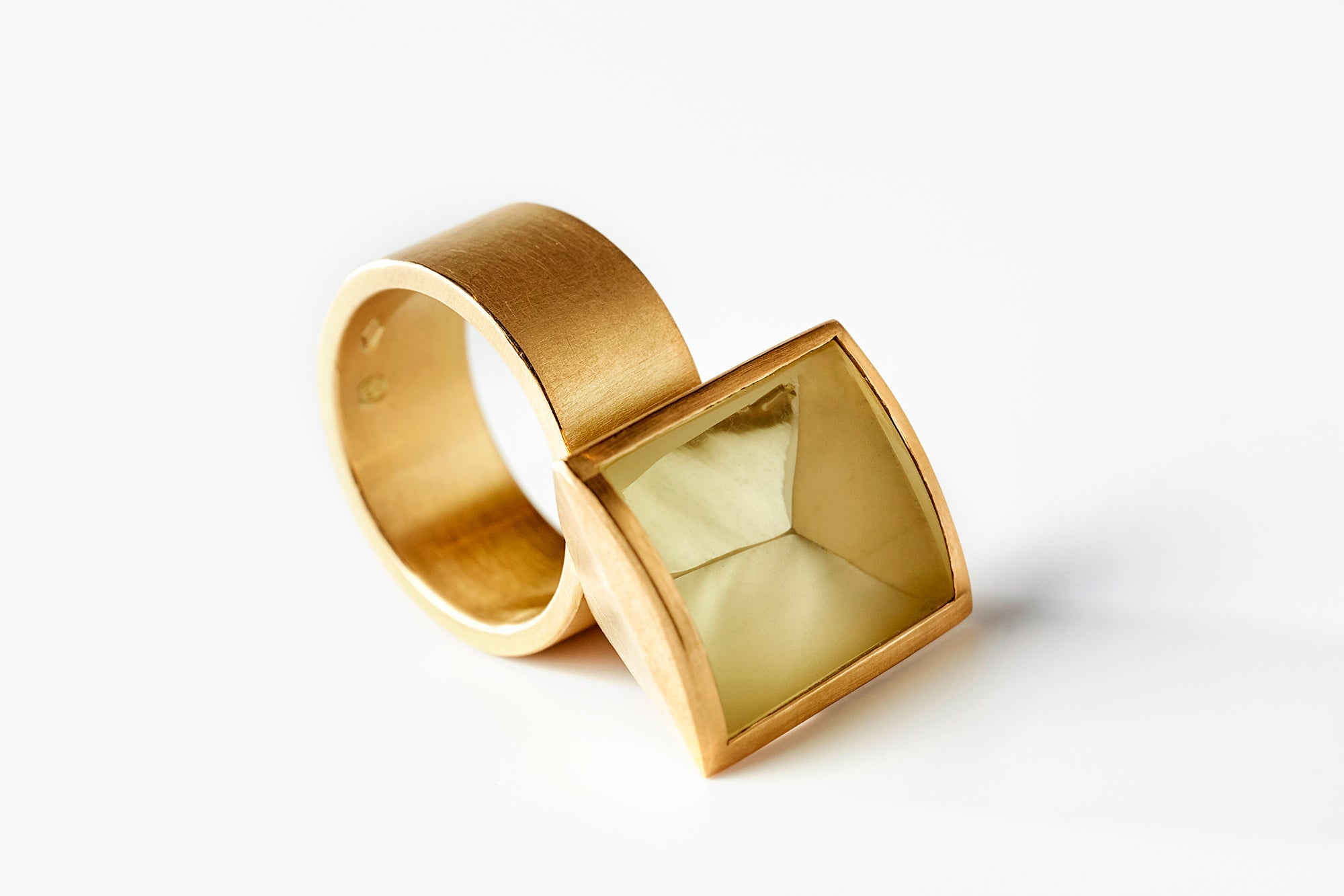 Hidden Secret ring, citrine and yellow gold, jewellery by Rembrandt Jordan