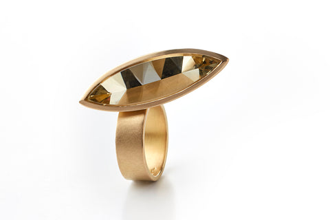 Hidden Secret ring in 18k yellow gold with citrine. Jewellery by Rembrandt Jordan.