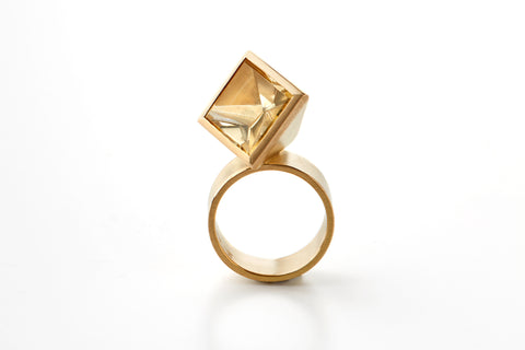 Square ring in 18k gold with citrine. Jewellery by Rembrandt Jordan.