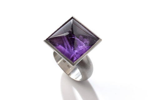 Platin ring with amethyst, Purple Universe, jewellery by Rembrandt Jordan