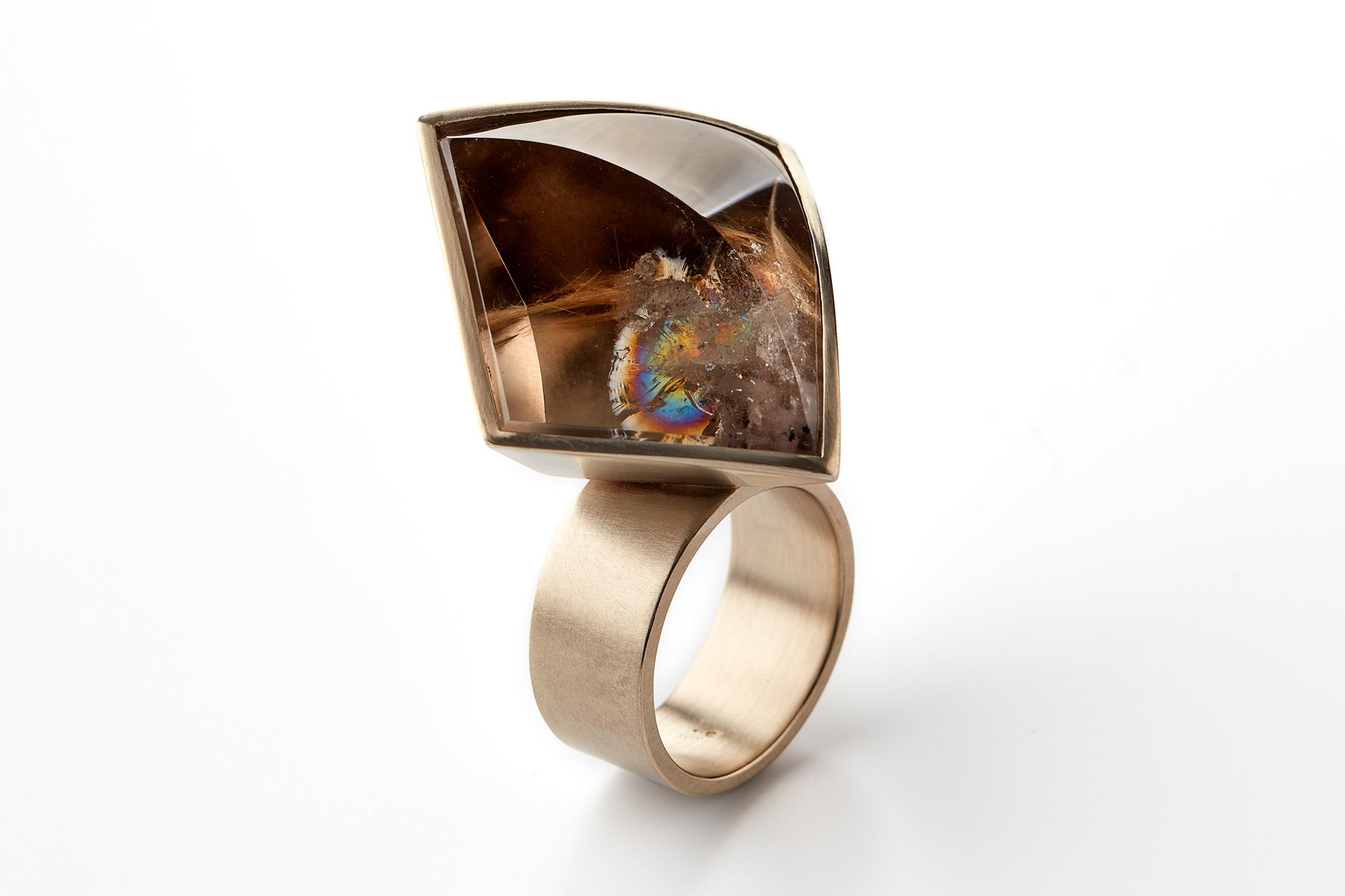 Hidden Secret VIII ring in 18k cognac gold with a 50,60 ct rock crystal. Jewellery by Rembrandt Jordan