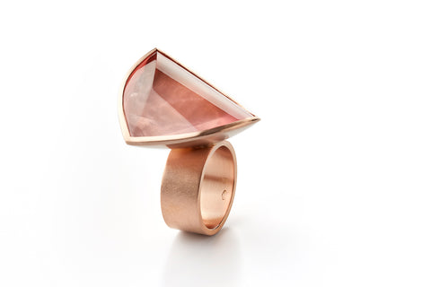 Hidden Secret ring in 18k red gold with a 41,11 ct rose quartz. Jewellery by Rembrandt Jordan