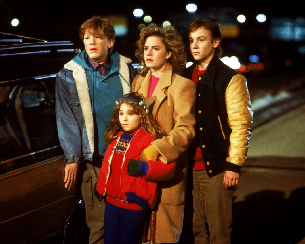 Elisabeth Shue - Signed Adventures in Babysitting Image #4 (8x10)