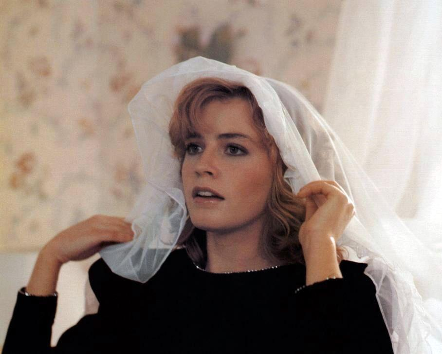 Elisabeth Shue - Signed Adventures in Babysitting Image #2 (8x10)