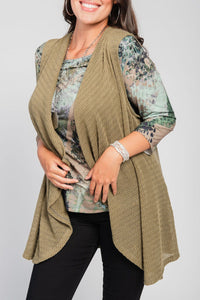 Plus Size Print Tee/Vest/Necklace Three-Piece Set Olive