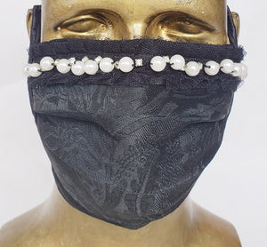 Masque Hommage à Gabrielle Chanel / style chirurgical / 2 options: 16 perles de résine et strass 64,99 ou 16 perles véritables et strass 199,99/ business attire / rendez-vous d'affaire / corporatif / haute couture / coco chanel