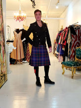 Charger l'image dans la galerie, Masque Tartan officiel Montreal 1642 / St-Andrew society / Tartan écossais / Scotland Plaid / Écosse / kilt and mask / masque et kilt