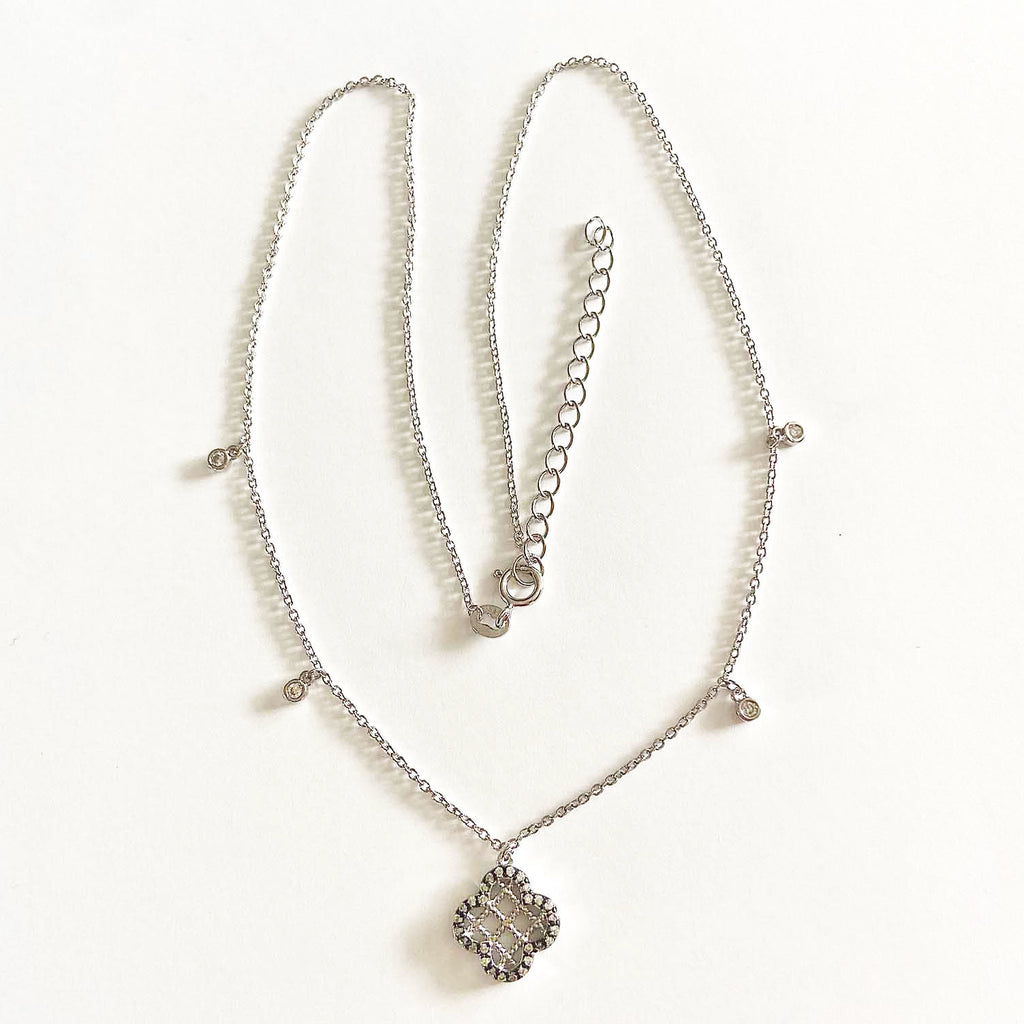 Quatrafoil Necklace