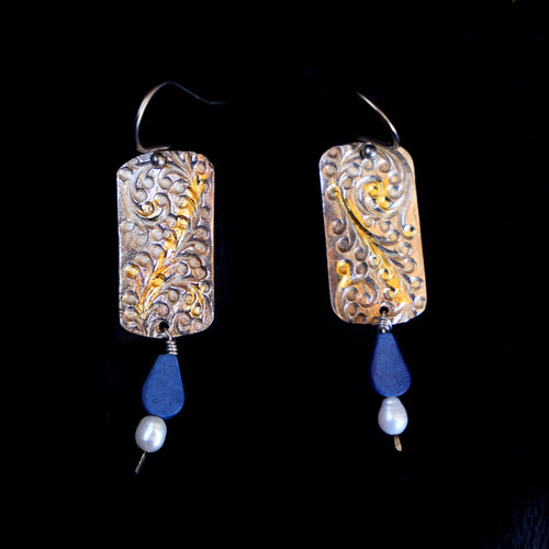 Lapis And Pearl Dangles On Grape Vine Texture