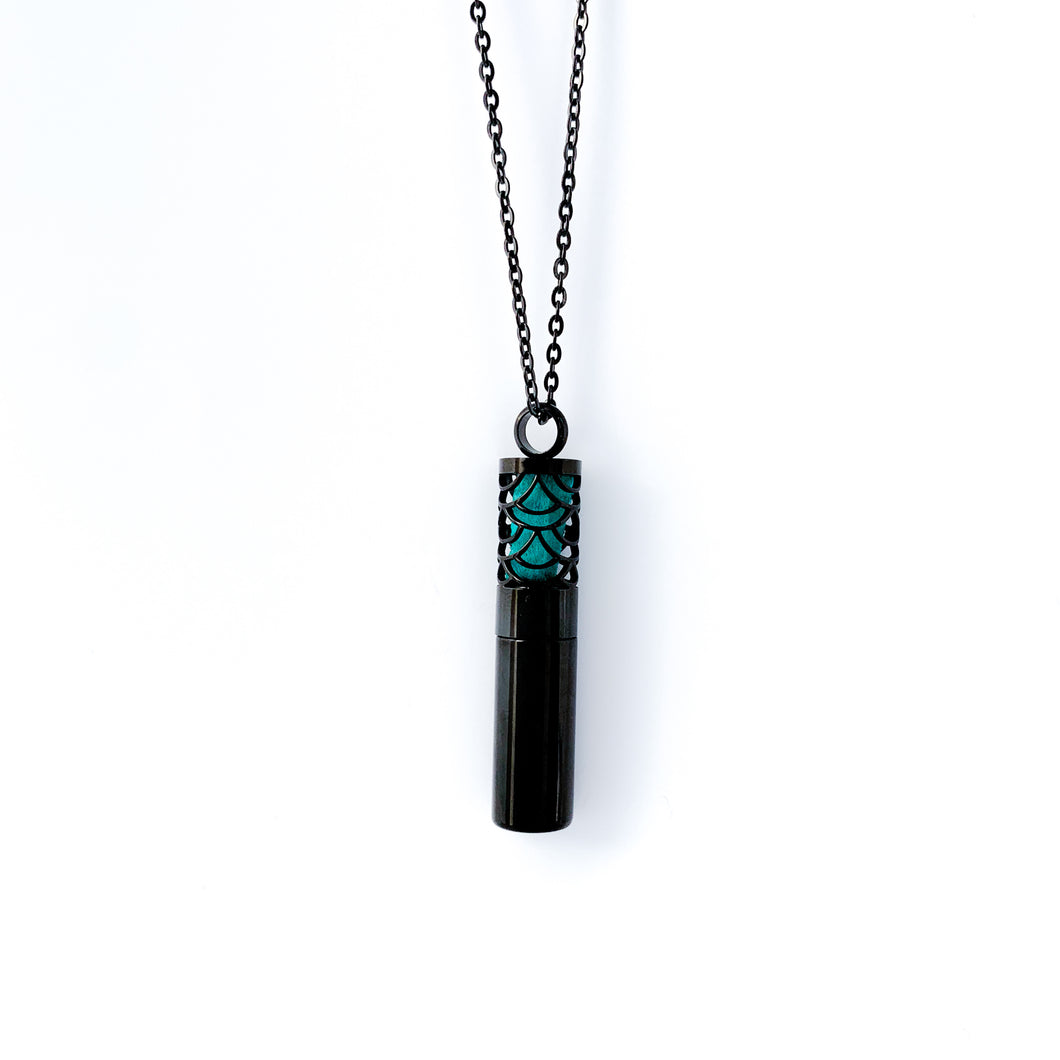 The Oil Chamber Necklace - Black