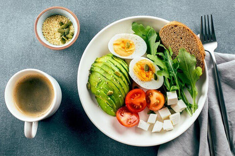 a healthy breakfast with good nutrition from veggies and eggs