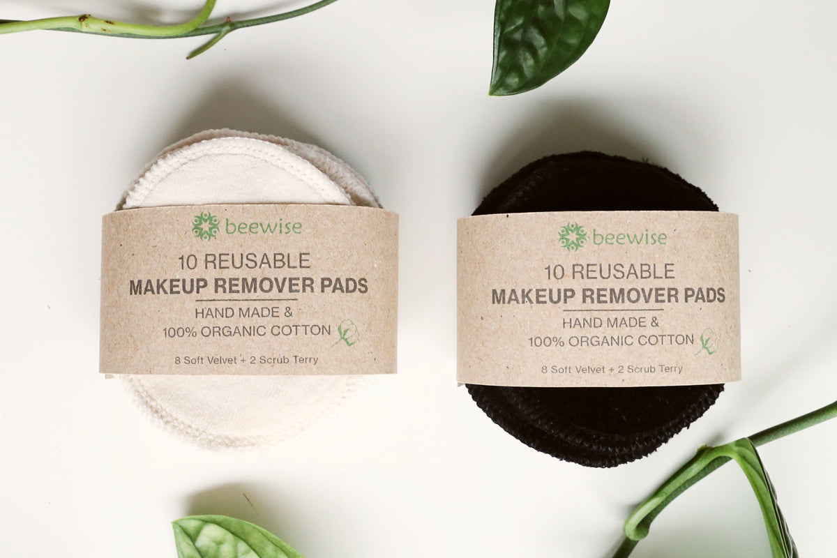 reusable makeup remover pads made in amsterdam in white and black colour plastic-free pads