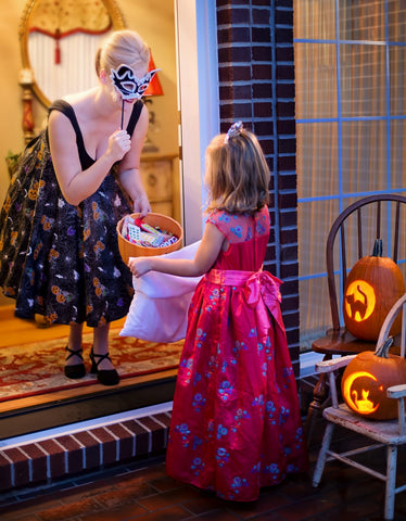 halloween ideas reuse pillow case for treats and candies