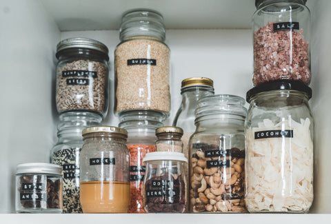 Reusable glass jars in the kitchen for a more sustainable kitchen
