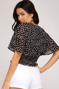 Loves Me Knot Short Sleeve Top // Black