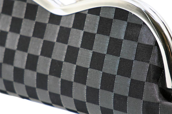 the checkered pattern of lucent nylon and pure silk fabrics tilt2