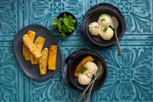 Pina_colada_ice_cream_grilled_pineapple_L_J1P6300