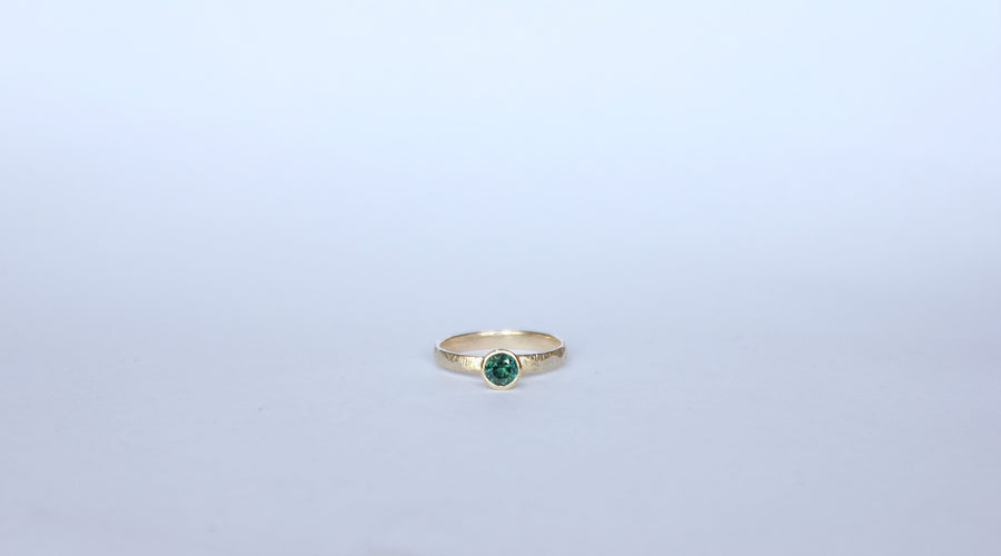 Yellow gold and green sapphire ring