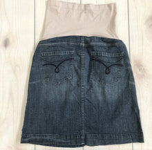 Load image into Gallery viewer, A Pea In The Pod Denim Skirt Size Medium