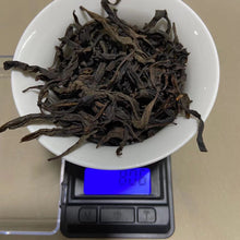 "Load image into Gallery viewer, Spring ""Que She""(Sparrow Tongue) Medium-Roasted A+ Grade Wuyi Yancha Oolong Tea"