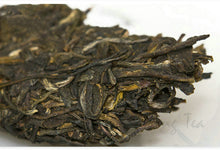 "Load image into Gallery viewer, 2018 DaYi ""Wu Xin Guang Ming"" (Bright My Heart) Cake 357g Puerh Sheng Cha Raw Tea - King Tea Mall"