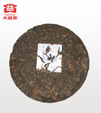 "Load image into Gallery viewer, 2018 DaYi ""Zao Chun Qiao Mu"" (Early Spring Arbor) Cake 357g Puerh Shou Cha Ripe Tea"