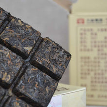 "Load image into Gallery viewer, 2016 DaYi ""De Fu"" (Lucky) Brick 100g Puerh Shou Cha Ripe Tea - King Tea Mall"
