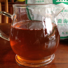 "Load image into Gallery viewer, 2006 DaYi ""Meng Hai Zhi Chun"" (Spring of Menghai ) Cake 357g Puerh Sheng Cha Raw Tea (Batch 602/603) - King Tea Mall"