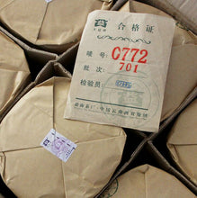 "Load image into Gallery viewer, 2007 DaYi ""0772"" Cake 357g Puerh Sheng Cha Raw Tea - King Tea Mall"