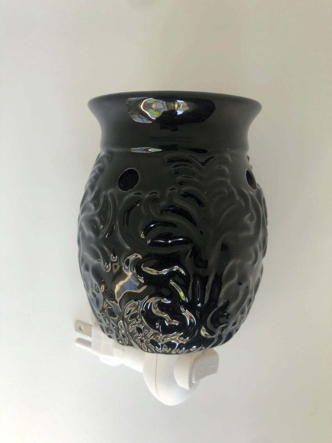 Pluggable Black Paisley Fragrance Warmer
