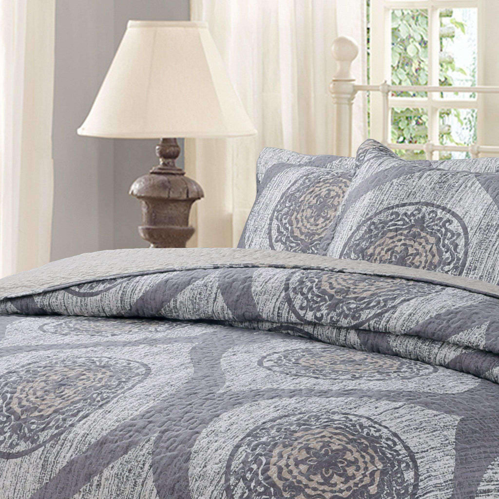 Classical Grey Mosaic Medallion Reversible Quilted Coverlet Bedspread Set (SD16299) - DaDa Bedding Collection- Nyrod