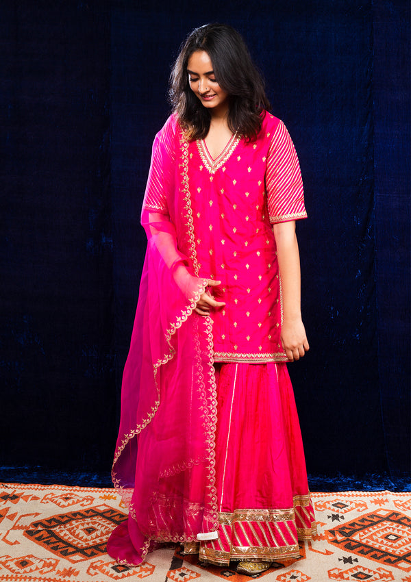 Fuschia Embroidered Scalloped Dupatta