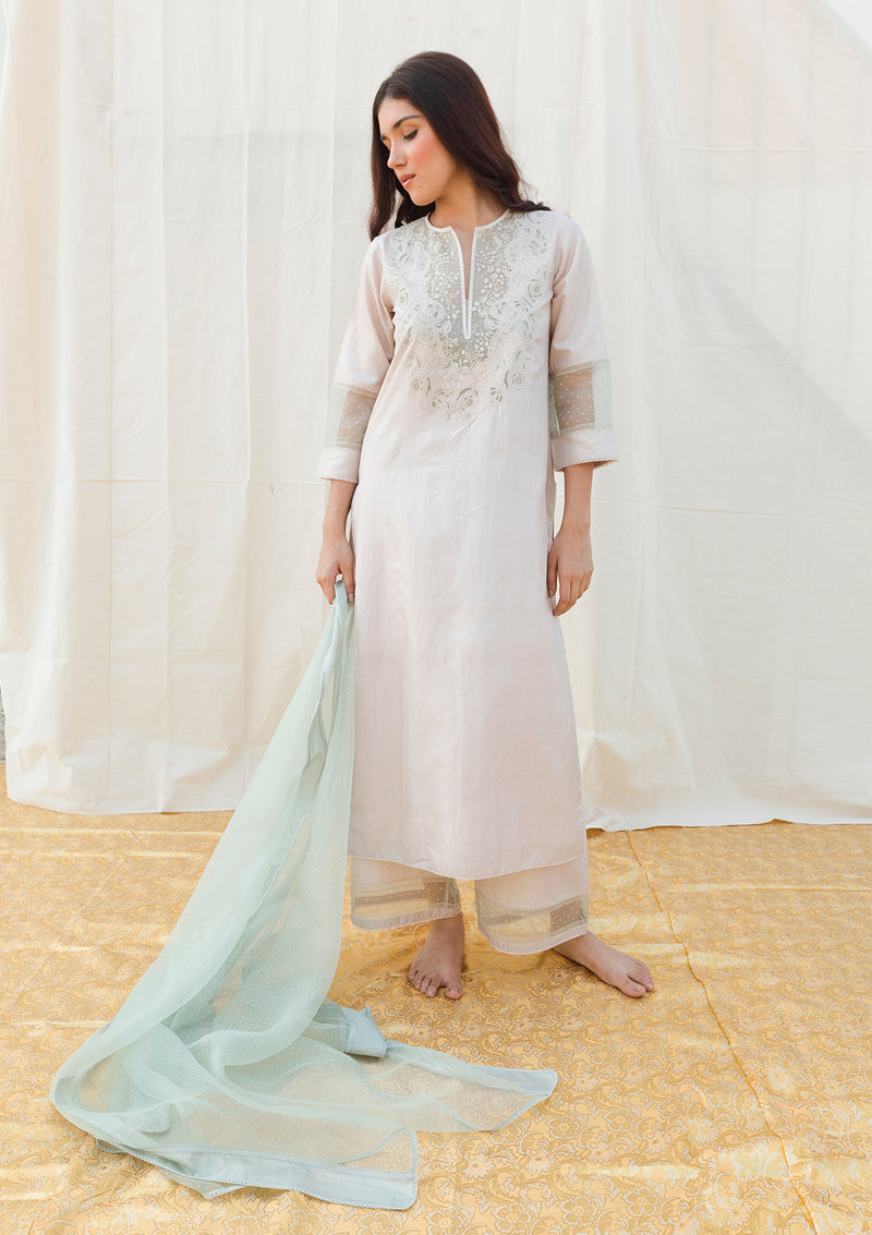 Oats Delicate Cutwork Yoke Embroidered Kurta and Pants