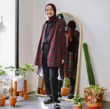 Load image into Gallery viewer, Pleated Lite Parka - Tartan - Red Tartan Medium