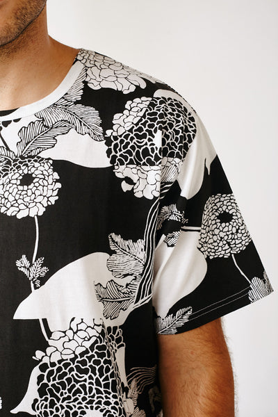 ROYAL BLACK FLORALS KENSINGTON TEE