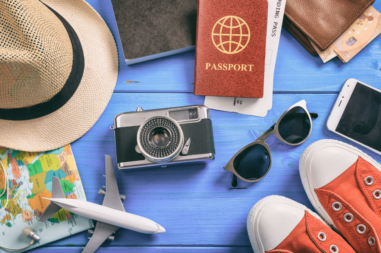 Top 7 Travel Essentials For Bald Men [2019 Ultimate Holiday Packing Checklist]