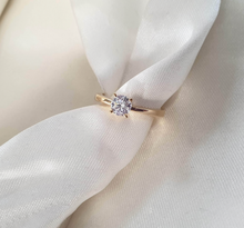 Load image into Gallery viewer, Jenin Engagement Ring