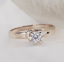 Load image into Gallery viewer, Selena Engagement Ring