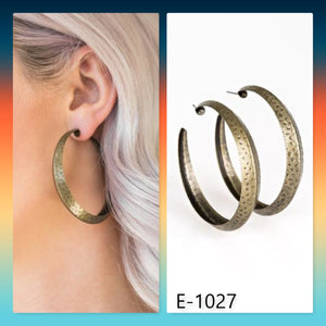 Paparazzi Accessories Jungle To Jungle - Brass Earring - Mel's Pretty It Up Boutique