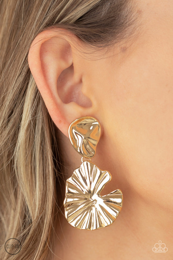 Paparazzi Accessories Picture of WEALTH - White Earring - Mel's Pretty It Up Boutique