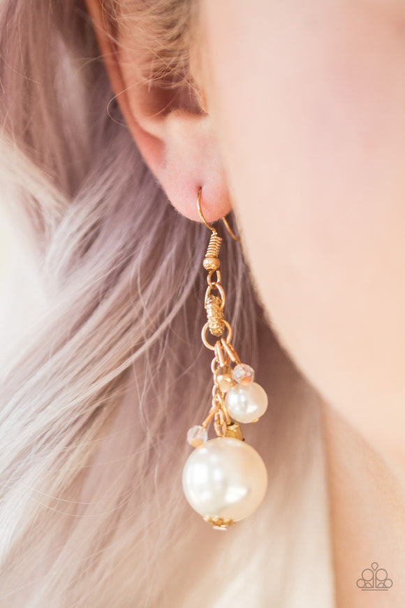 Paparazzi Accessories Timelessly Traditional - Gold Earring - Mel's Pretty It Up Boutique
