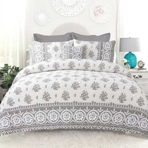 Image of Full / Queen 4-Piece Reversible Grey White Cotton Quilt Set with Decorative Pillow and 2 Shams