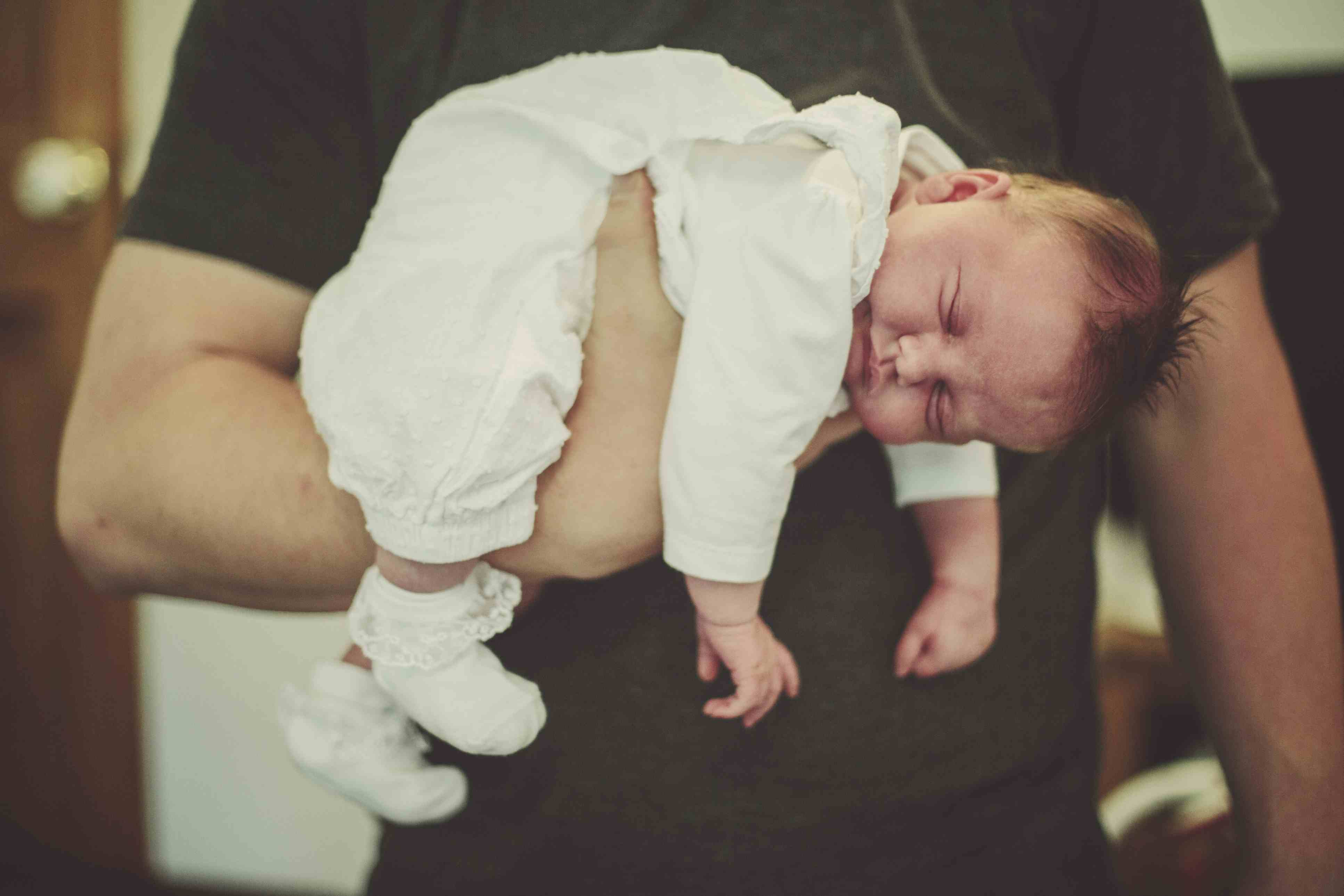 How To Hold A Baby I 8 Safe And Gentle Positions - Timmi Store