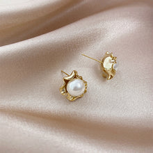 Load image into Gallery viewer, Retro Pearl Stud Earrings