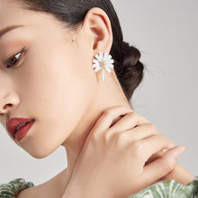 Load image into Gallery viewer, White Asymmetric Daisy Earrings