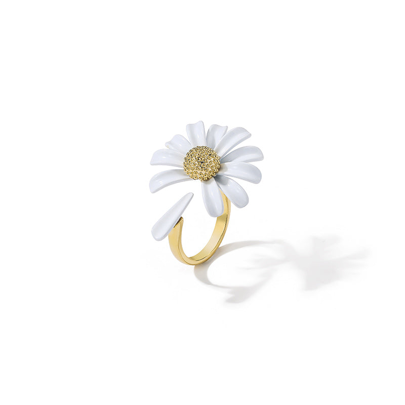 White Daisy Ring