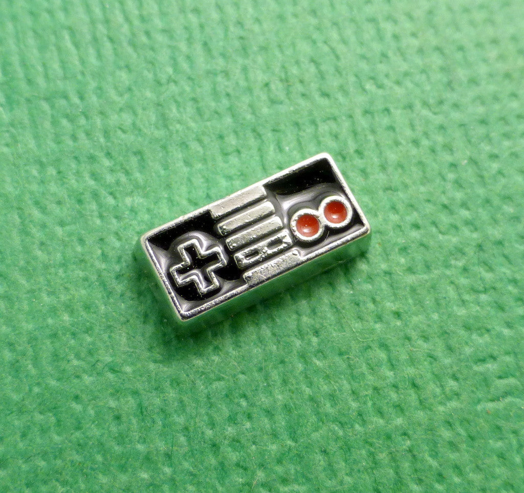 Nintendo - NES Controller Floating Charm