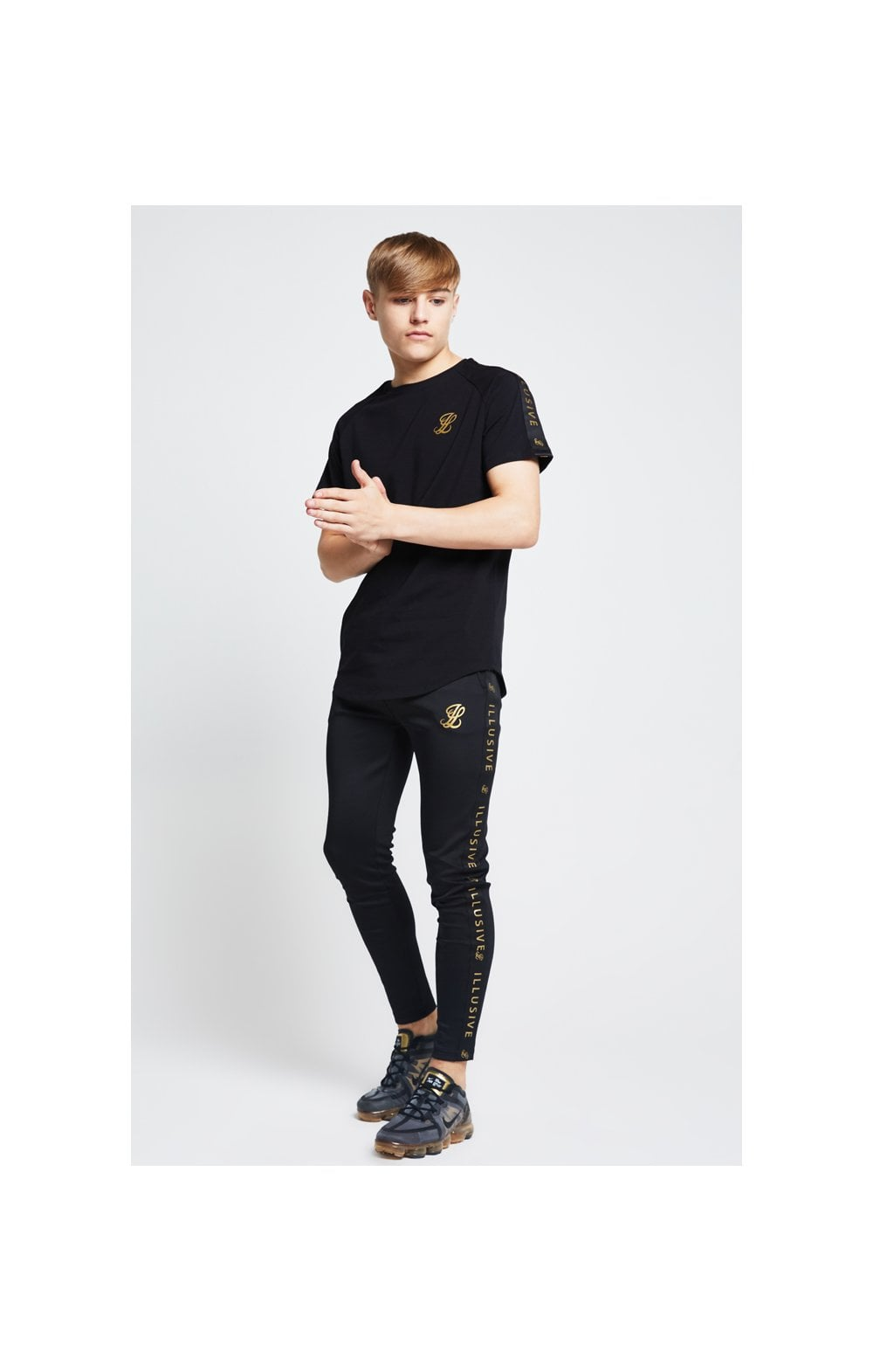 Load image into Gallery viewer, Illusive London Taped Raglan Tee - Black (3)