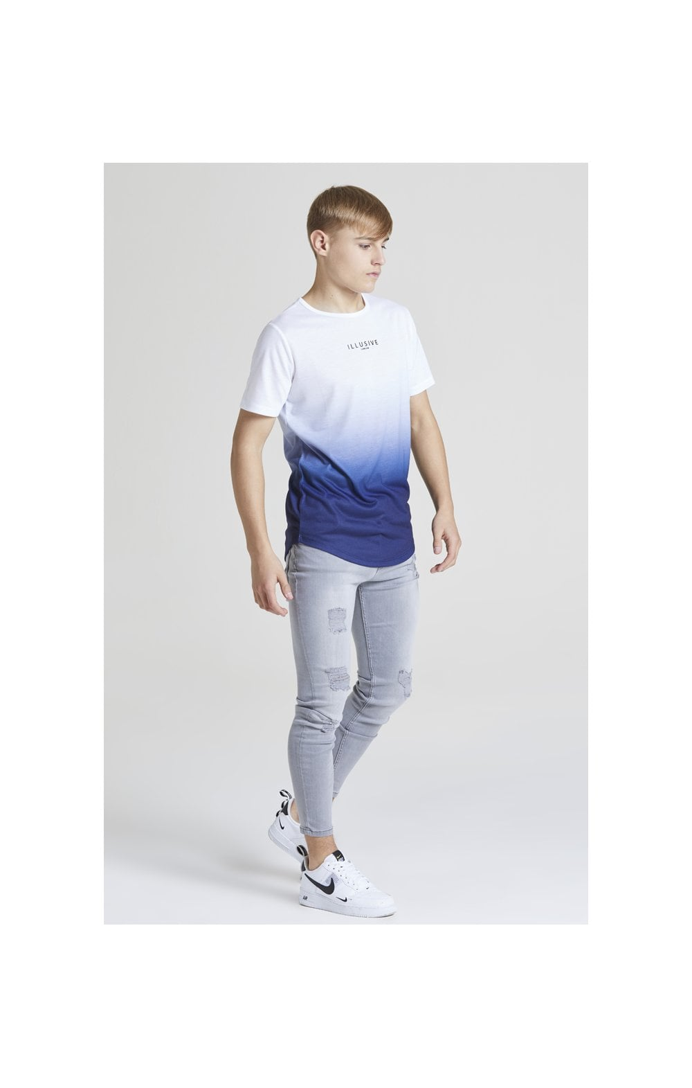 Load image into Gallery viewer, Illusive London Core Fade Tee – White & Navy (2)