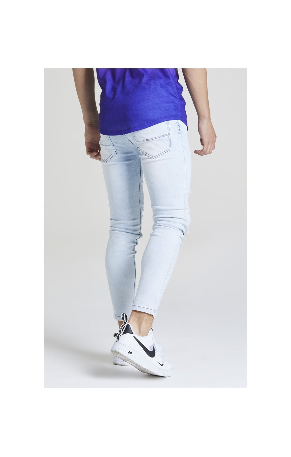 Load image into Gallery viewer, Illusive London Distressed Skinny Denims – Light Wash (2)